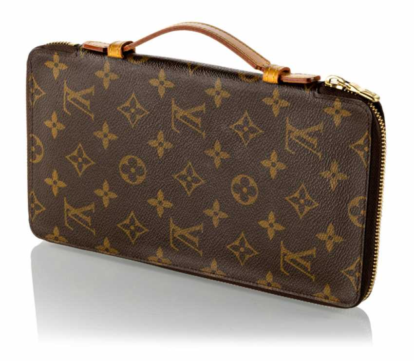 f8c9c85df80a Лот 135C. Louis Vuitton Zippy XL Monogram Canvas бумажник из ...