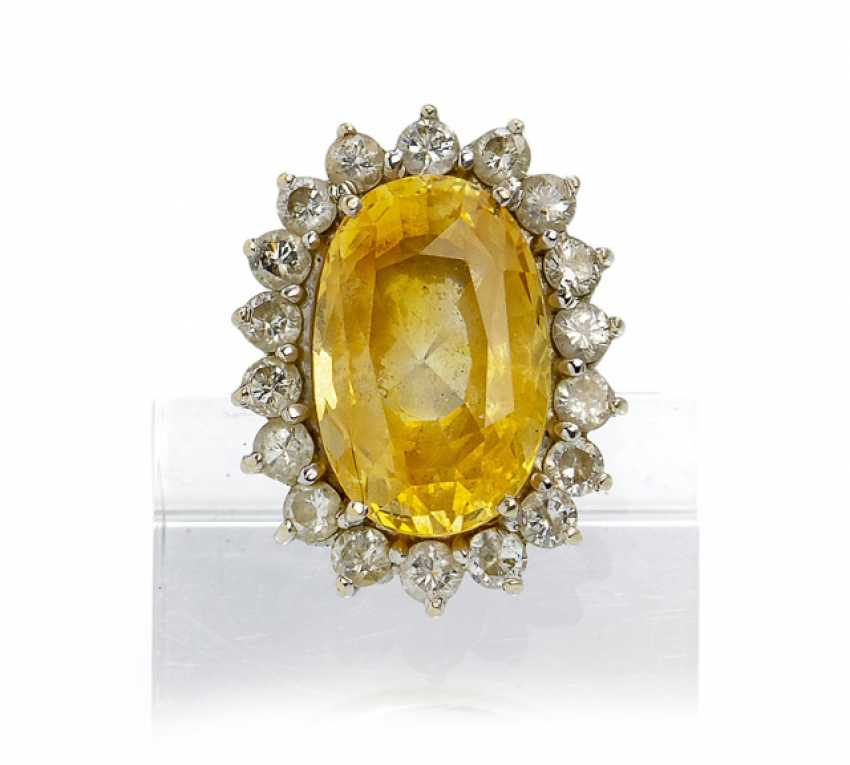 Ring with yellow sapphire - photo 1