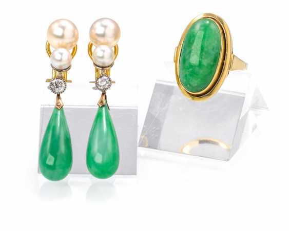 Pair of earrings and Ring with Jade trim - photo 1