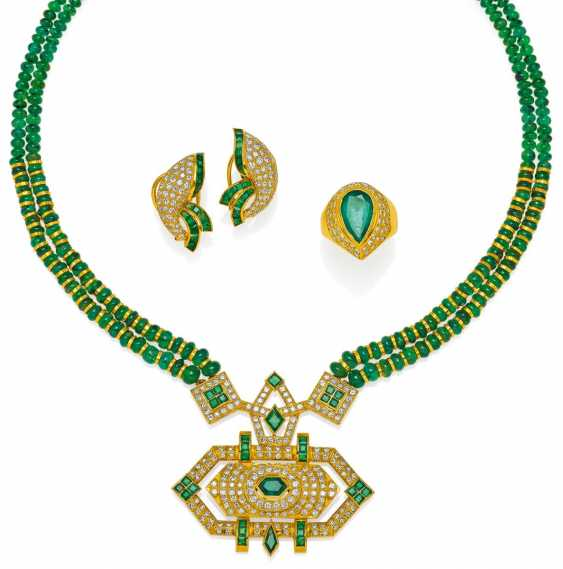 Emerald Set: necklace, Ring and earrings.  - photo 1
