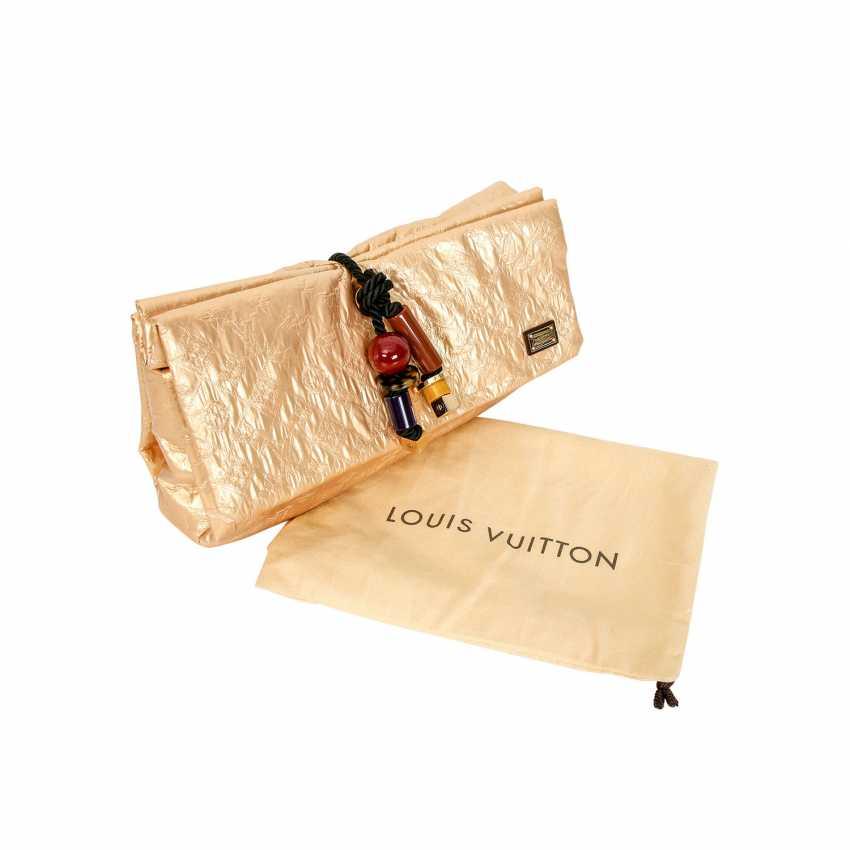 77b89ea040e Lot 16. LOUIS VUITTON Clutch