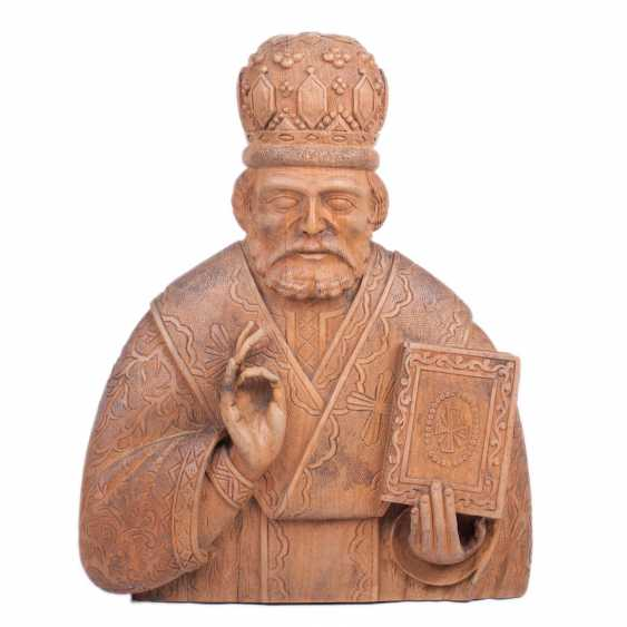 A carved figure of St. Nicholas - photo 1