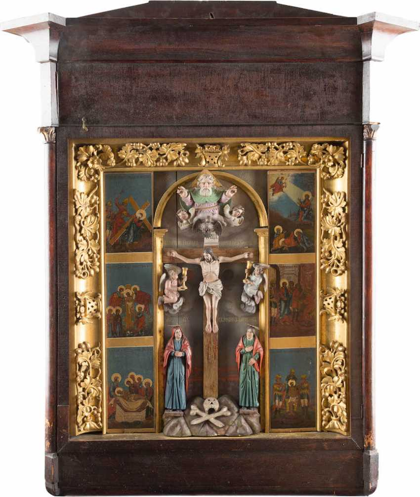 A MONUMENTAL ICON WITH THE PASSION AND THE CRUCIFIXION OF CHRIST IN THE ICON CASE - photo 1