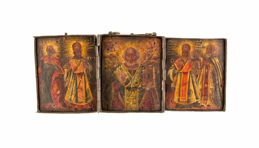 A FINE TRIPTYCH WITH THE HOLY NICHOLAS OF MYRA WITH SELECTED SAINTS WITH VERMEIL-OKLAD - photo 1