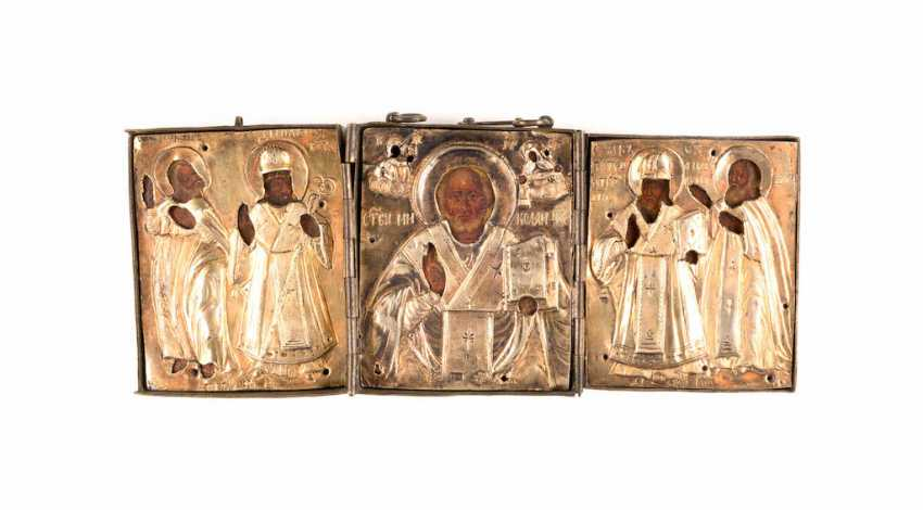 A FINE TRIPTYCH WITH THE HOLY NICHOLAS OF MYRA WITH SELECTED SAINTS WITH VERMEIL-OKLAD - photo 2