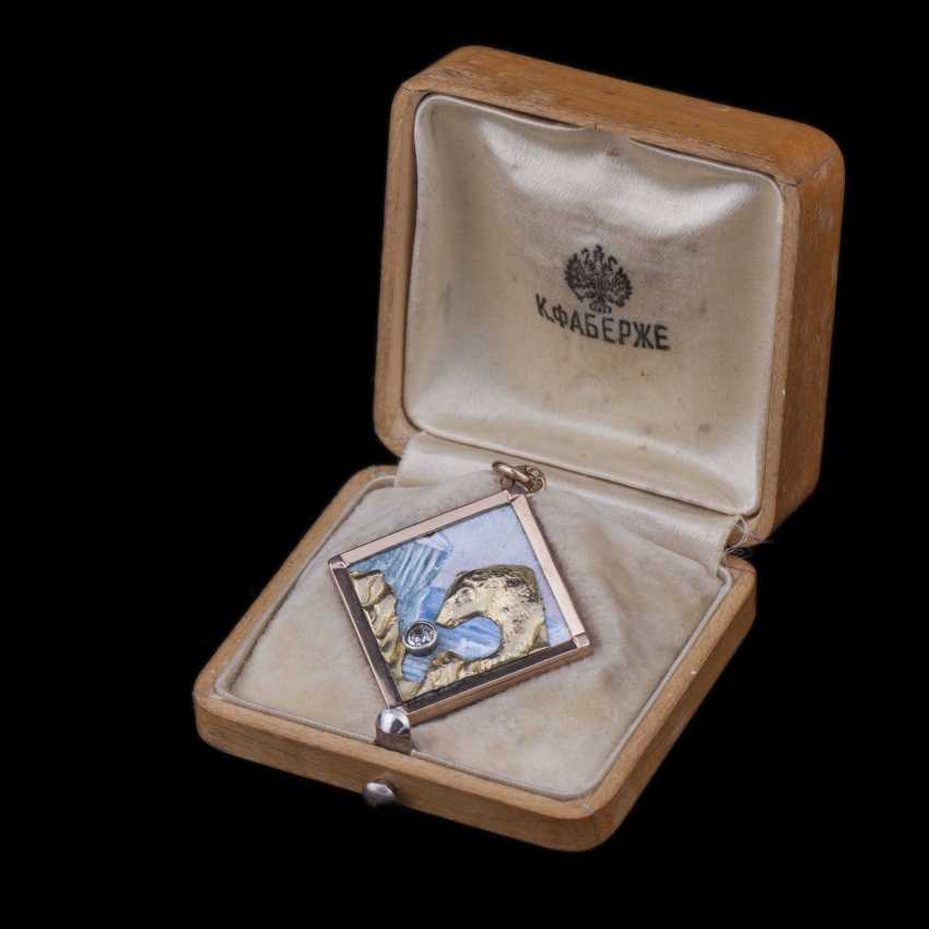 Medallion with the image of a polar bear in original case