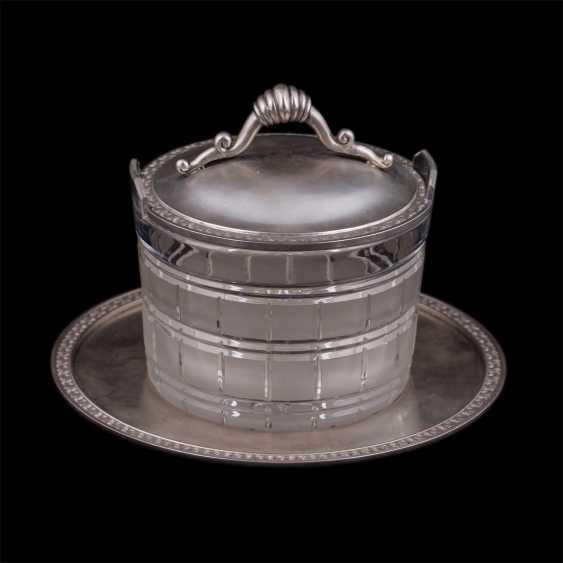Vase caviar on a saucer - photo 1