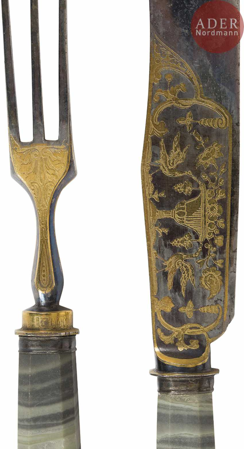 Exceptional set of twelve knives and twelve forks, the handles of jasper Revna, the steel blades engraved with the water high, gilded and blued, decorated on both sides with scenes of hunting and animals. Good condition, slight wear. - photo 5