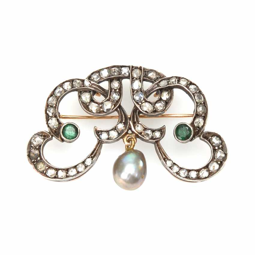 Art-Deco brooch with old European cut diamonds, emeralds and pearl. - photo 1