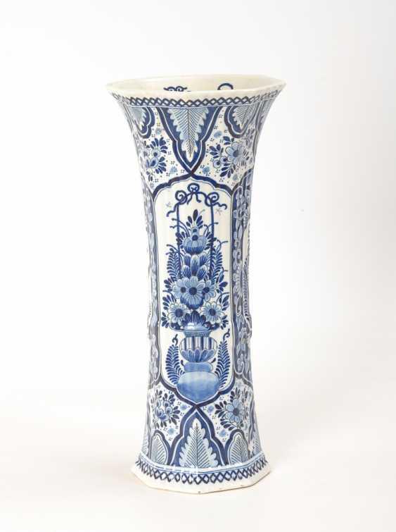 Fayence-Stangenvase mit Blaumalerei, Boch. - Foto 1