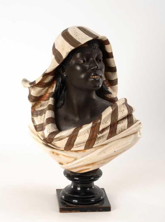 Büste einer Afrikanerin. - Foto 1