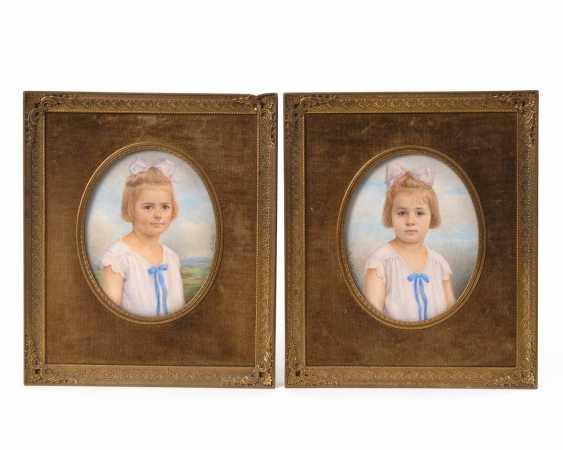 FUCHS, M.: Pendants Porträt-Miniaturen von Zwillingskindern. - Foto 1