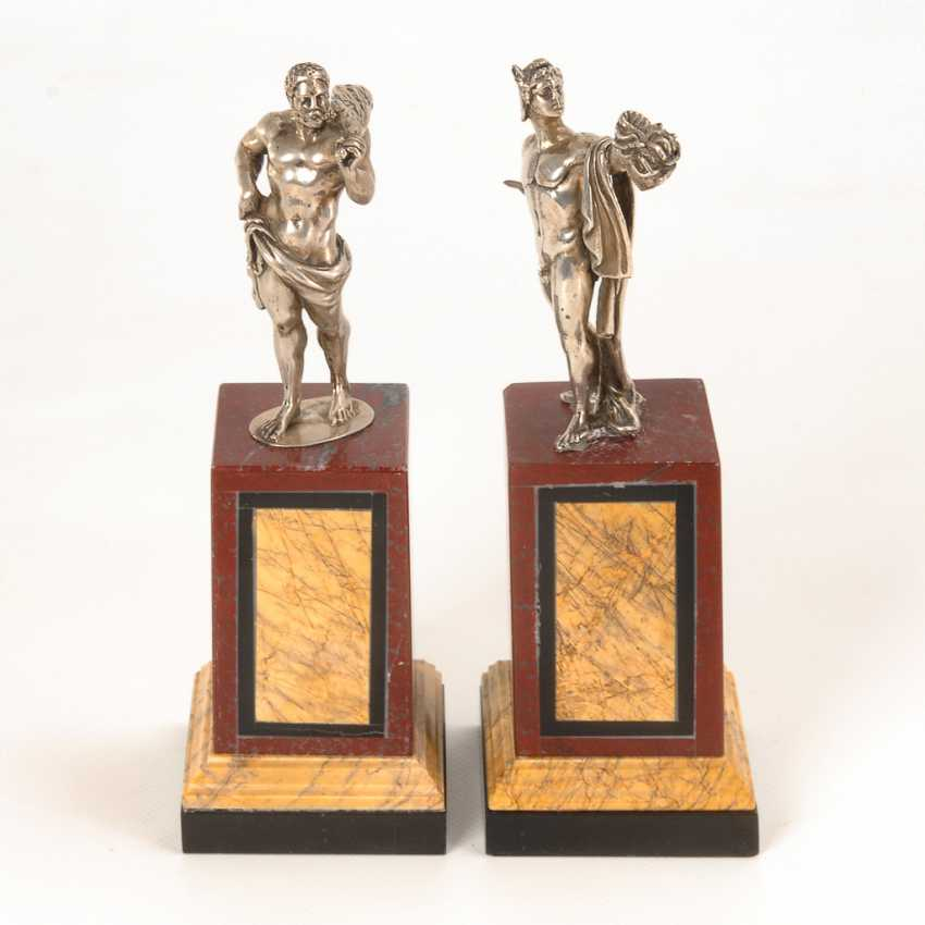 Paar Silberfiguren antiker Helden auf Marmorsockeln. - Foto 1