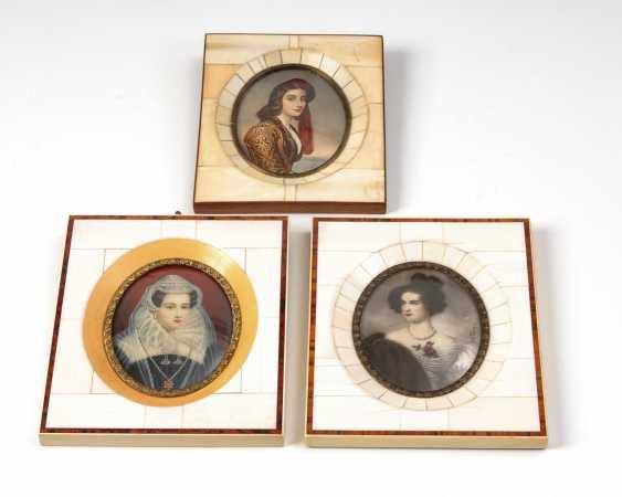 3 Miniaturen: Frauenbildnisse. - Foto 1