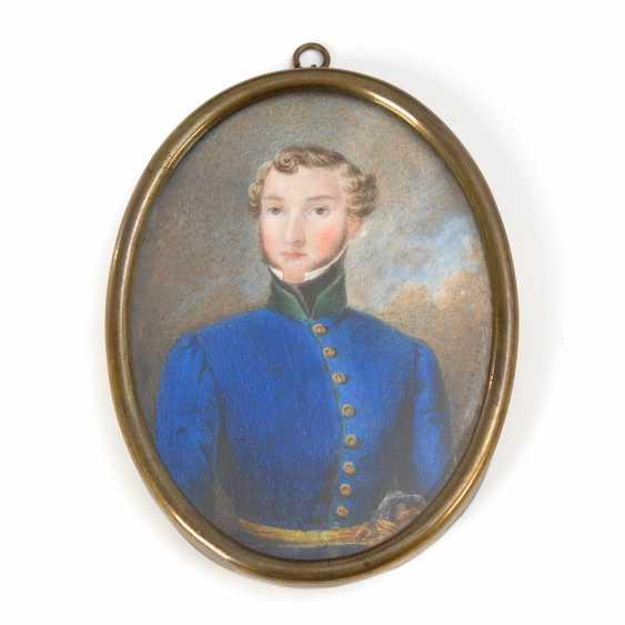 Biedermeier-Miniatur: Junger Mann in Uniform. - Foto 1