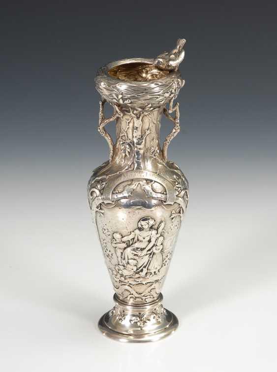 Originell reliefierte Silbervase. - Foto 1
