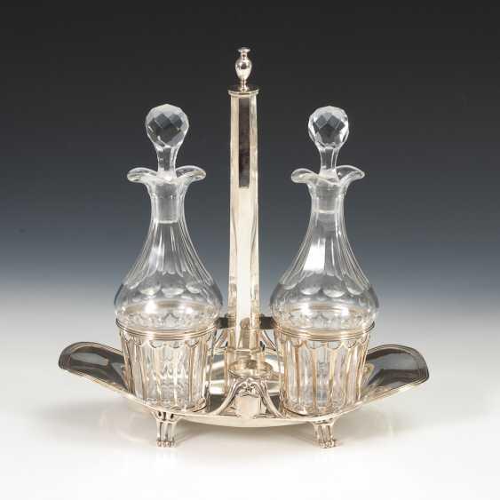 Klassizistische Silbermenage mit 2 Karaffen. - Foto 1
