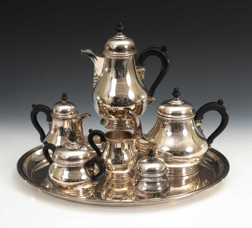 Silbernes Kaffee-Tee-Set auf ovalem Tablett. - Foto 1
