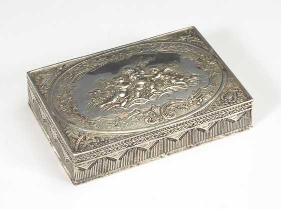 Silver box with putti in relief. - photo 1
