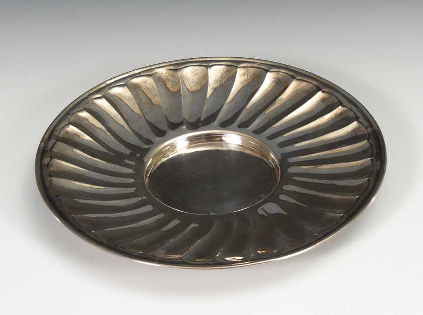 Silberteller mit Fächermuster. - Foto 1