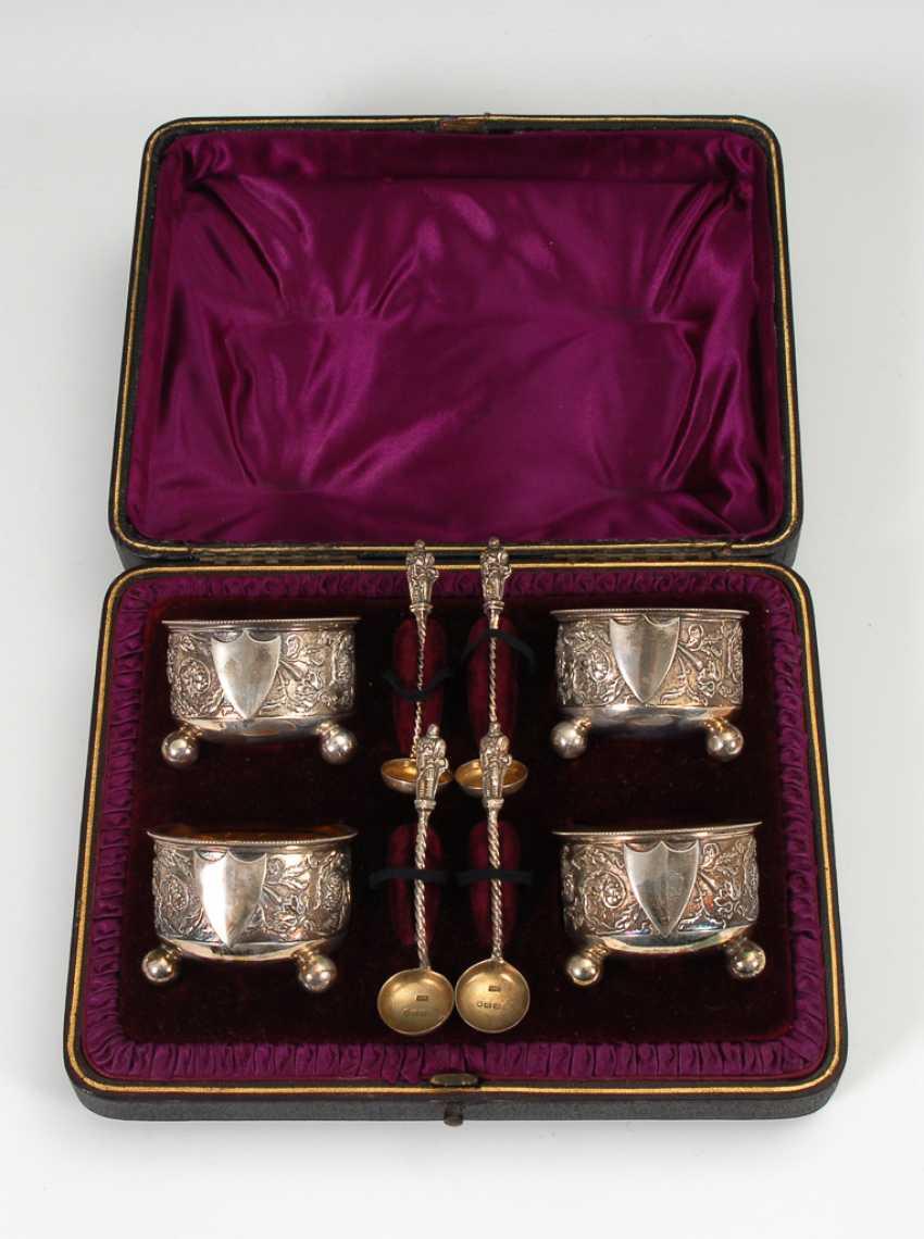 Schatulle mit 4 silbernen Gewürzschälchen. - Foto 1