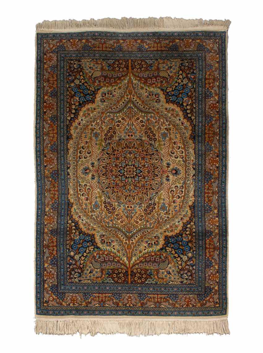 Kleiner floraler Teppich. - Foto 1