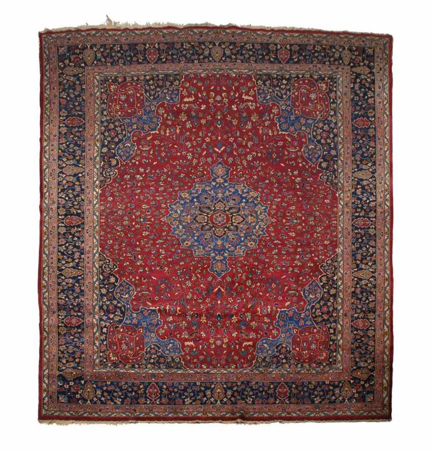 Großer floraler Teppich. - Foto 1