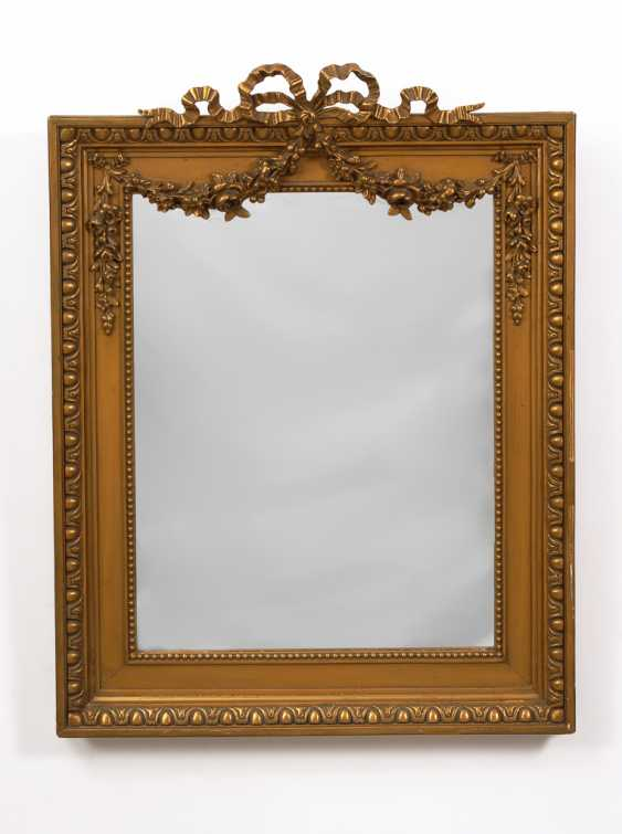 Wandspiegel mit klassizistischem Dekor. - Foto 1