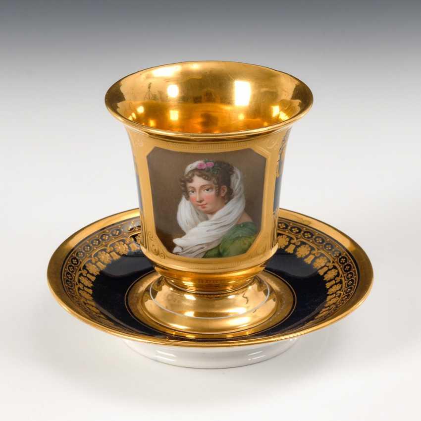 Tasse mit Damenporträt, SchlaGelbgoldenwald. - Foto 1