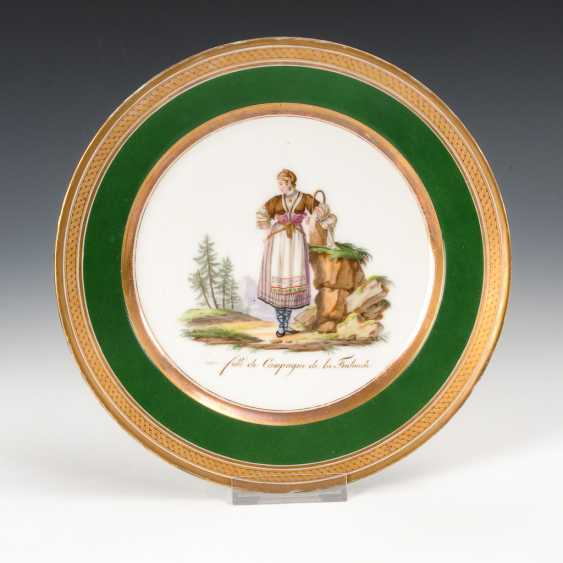 Plate with traditional motif. - photo 1