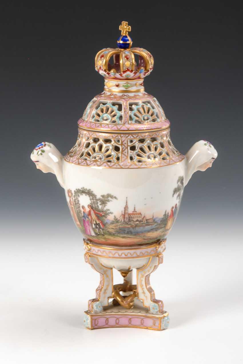 Potpourri vase with Watteau painting. - photo 1