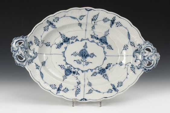 Plate with straw flower decoration, Oldest Volkstedt. - photo 1