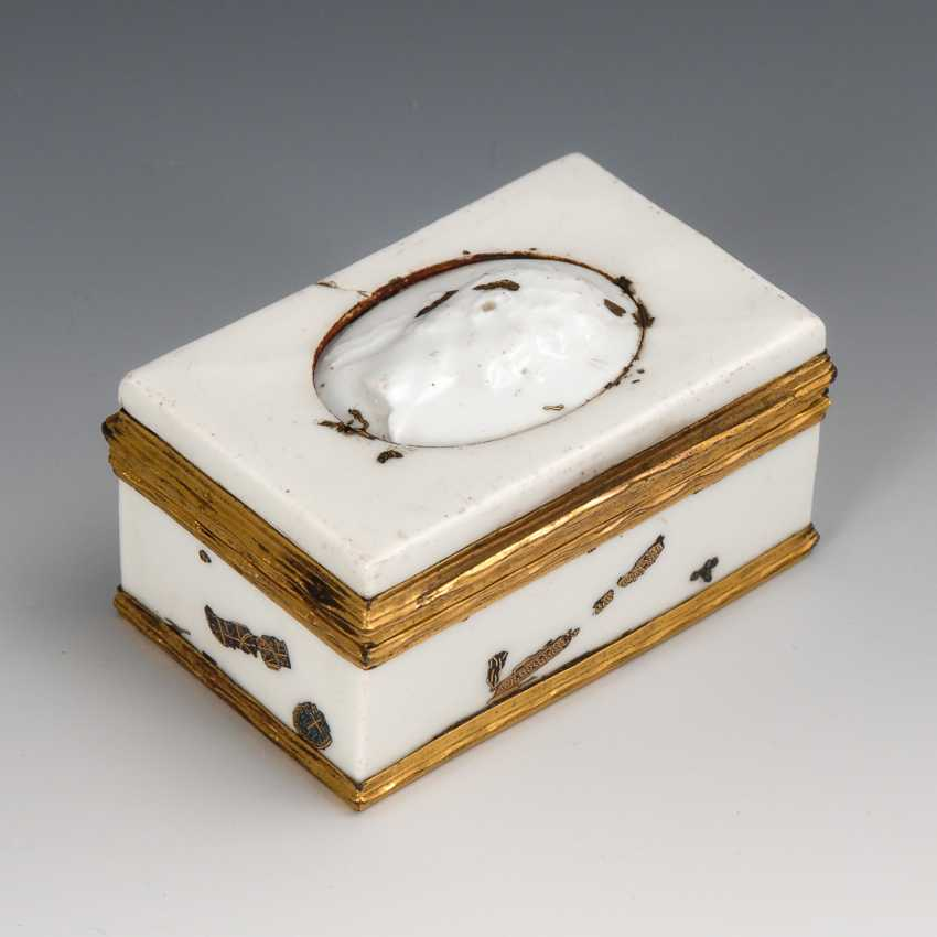 Rare anatomical snuffbox, with Gold and mother-of-pearl mosaic. - photo 1