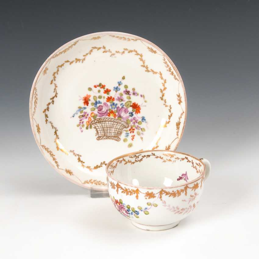 Cup with flower painting, Nymphenburg. - photo 1