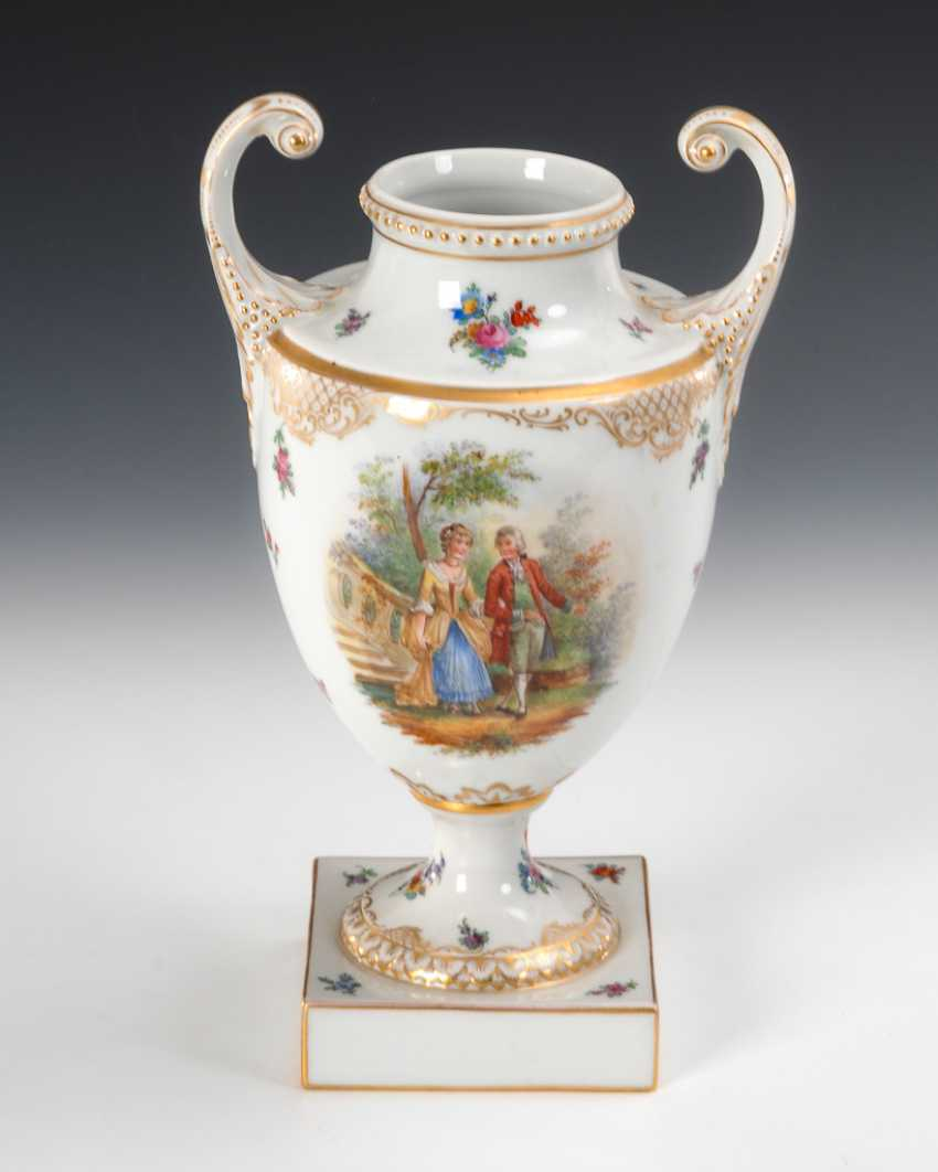 Vase with Watteau's painting, Prince of the mountain. - photo 1