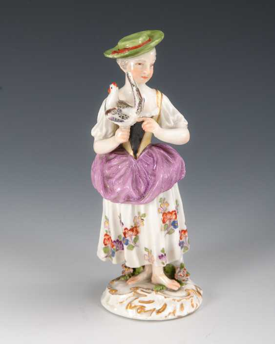 Girl with a hen, Meissen. - photo 1