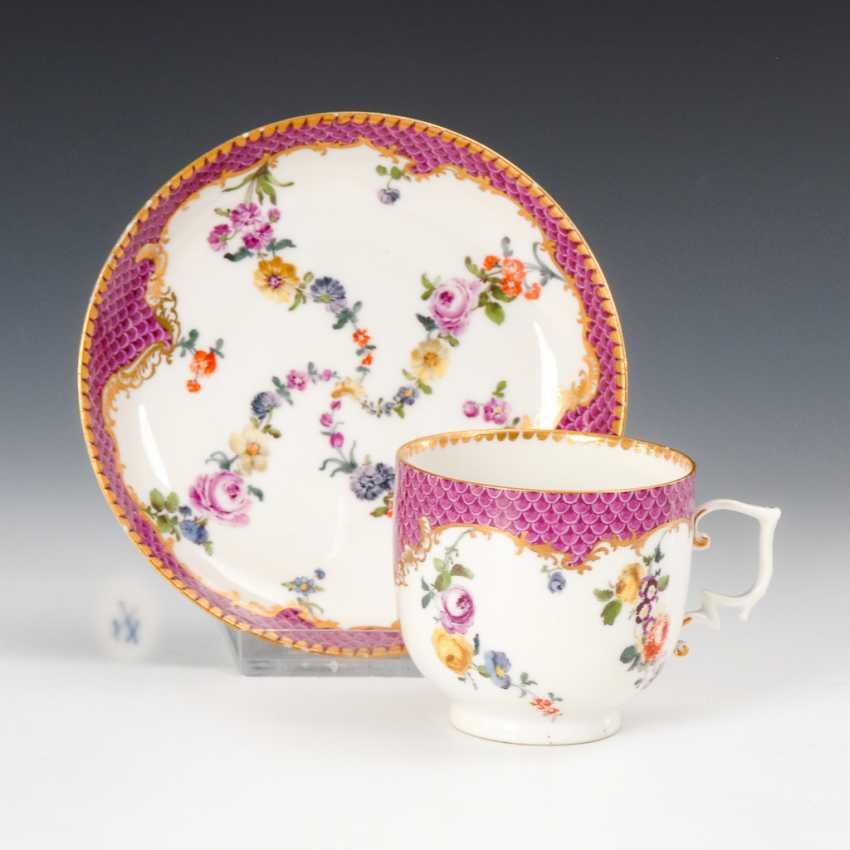 Barocke Tasse mit Blumenmalerei, Meissen. - Foto 1