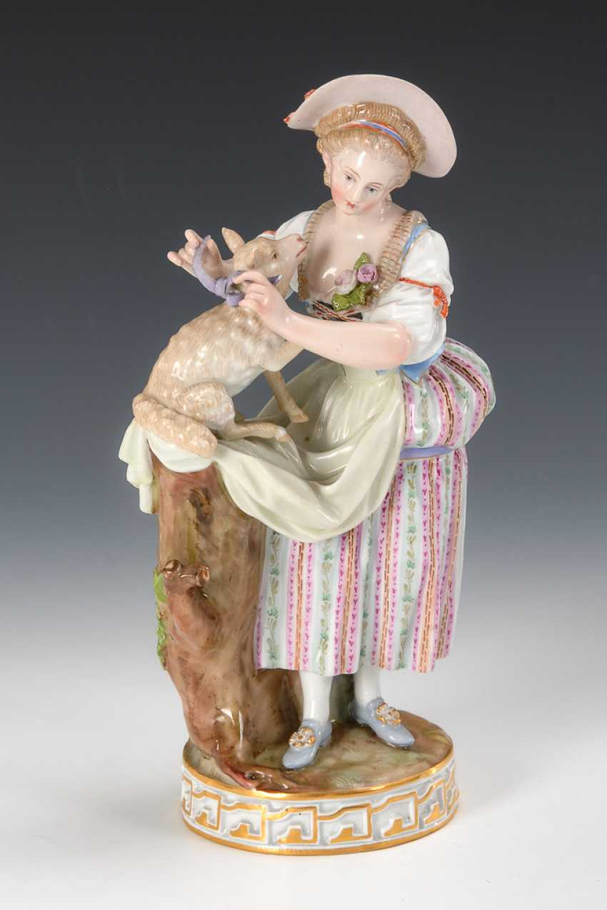 Shepherdess with lamb, Meissen. - photo 1