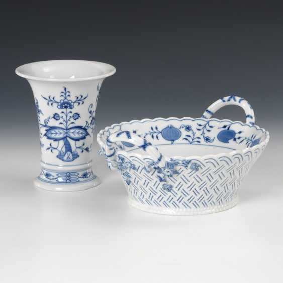 Onion pattern-handle Cup, and 1 -Vase, Meissen. - photo 1