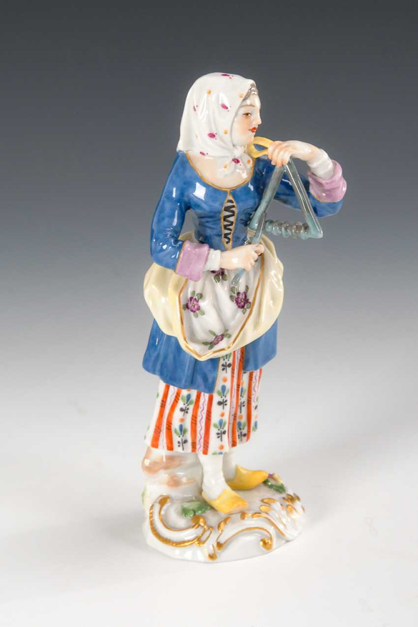Girl with triangle, Meissen. - photo 1