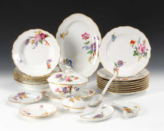 22 parts of a dinner service with flower painting, Meissen. - photo 1