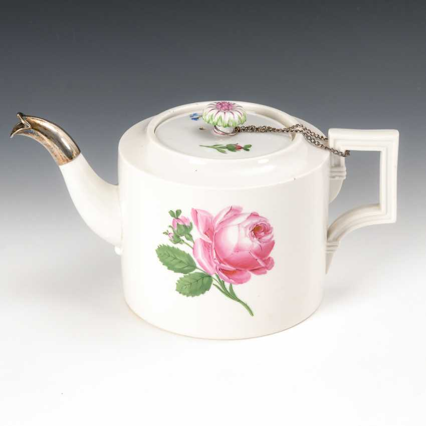 Teapot with flower painting, Meissen. - photo 1