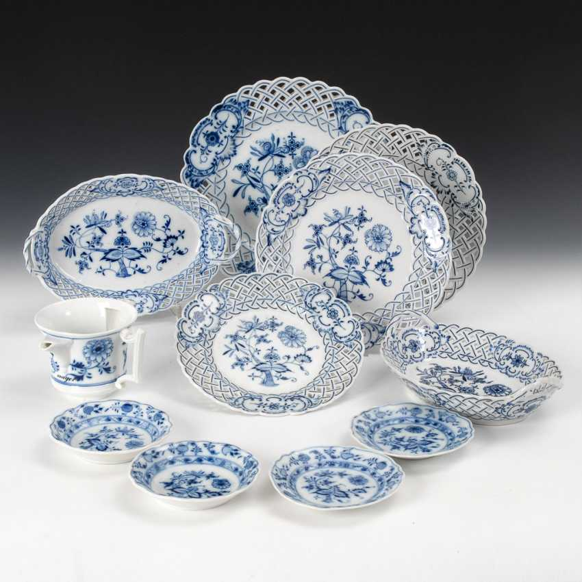 11 Parts Of The Onion-Pattern Porcelain. - photo 1