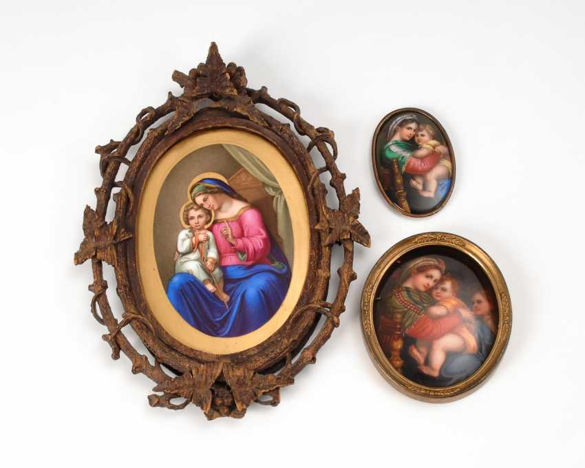 3 porcelain picture with the Madonna motif. - photo 1