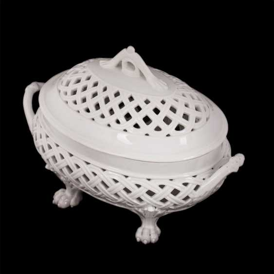 Vase with lid in classical style