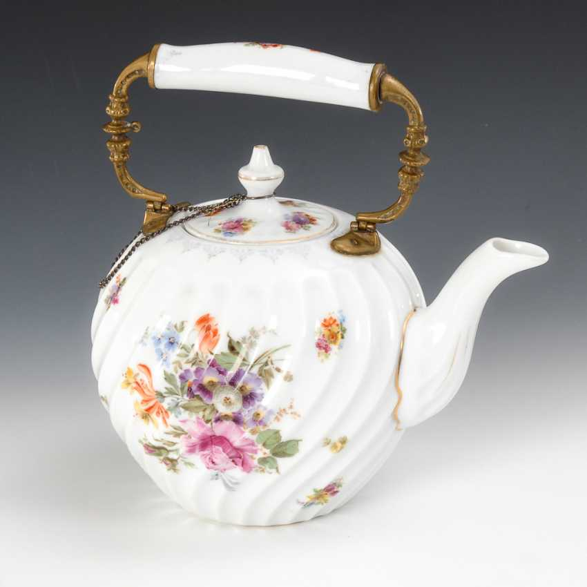 Teapot with floral decor. - photo 1