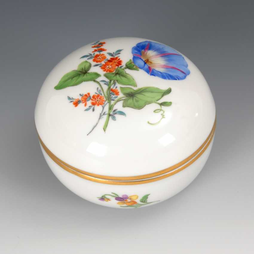 Box with flower painting, Meissen. - photo 1