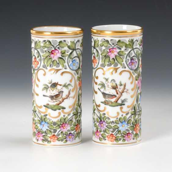 2 Zylindervasen mit Blütendurchbruch, Herend. - Foto 1