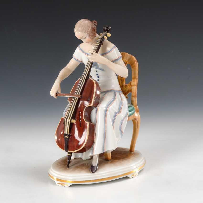 Cellospielerin, Augarten. - photo 1