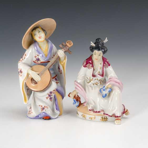 2 Chinese Women, The Augarten. - photo 1